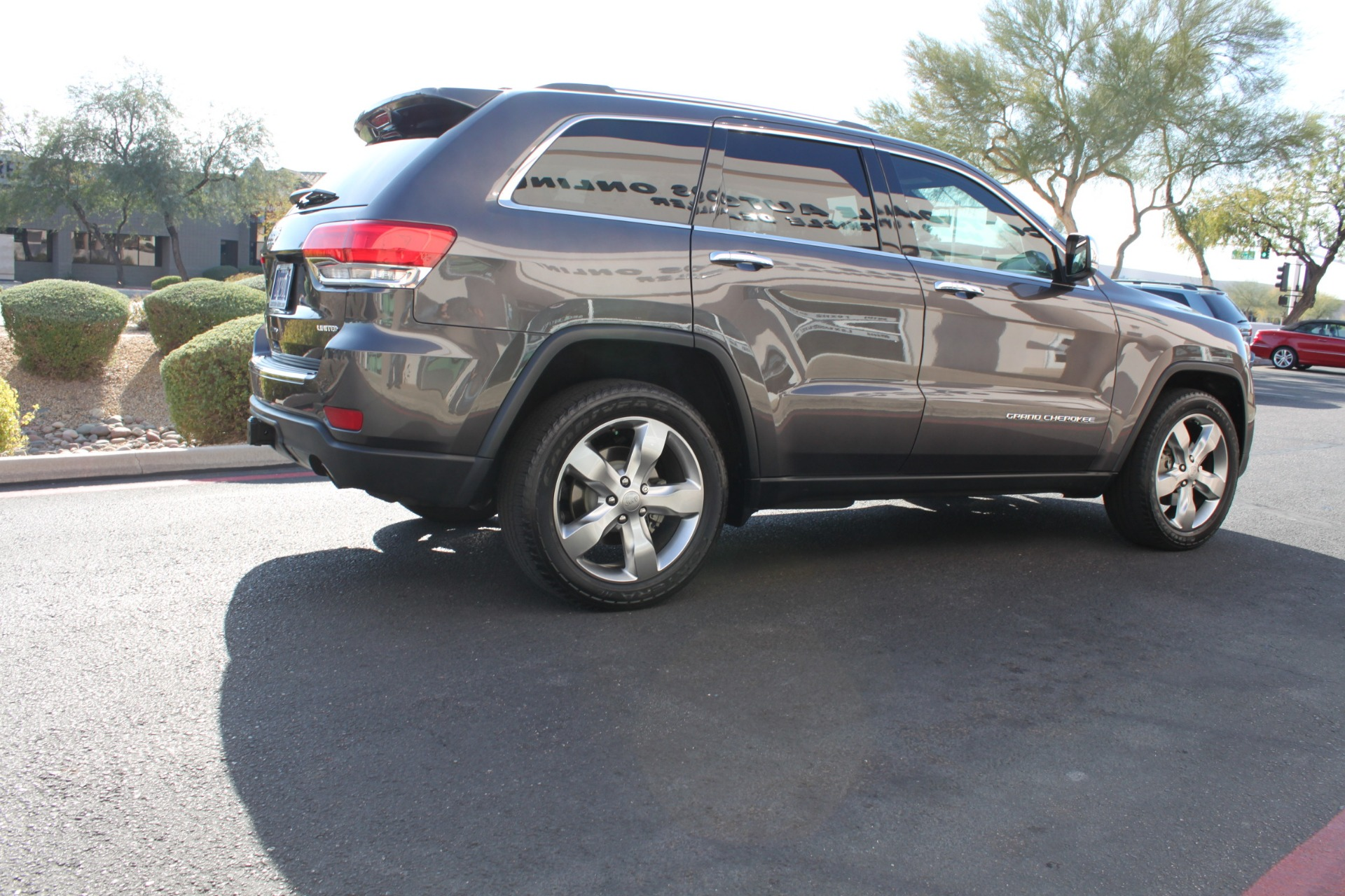 Used-2014-Jeep-Grand-Cherokee-Limited-4X4-LS400