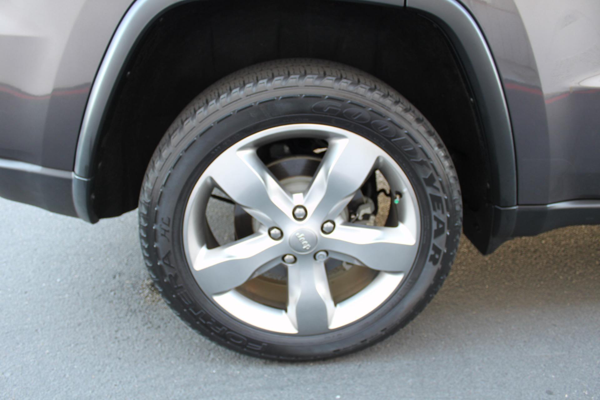 Used-2014-Jeep-Grand-Cherokee-Limited-4X4-Lamborghini