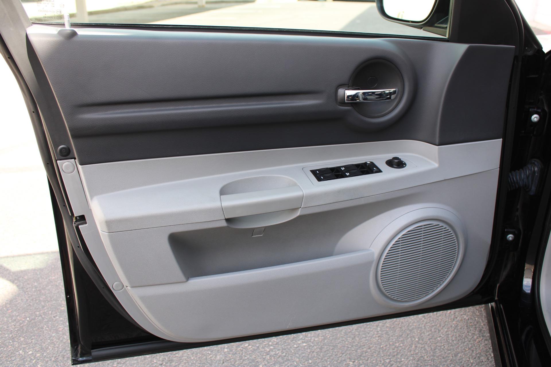 Used-2006-Dodge-Magnum-SRT8-Ferrari