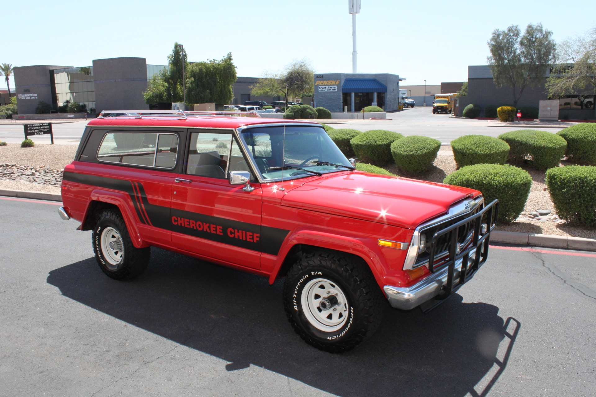 Used-1983-Jeep-Cherokee-Chief-4WD-Camaro