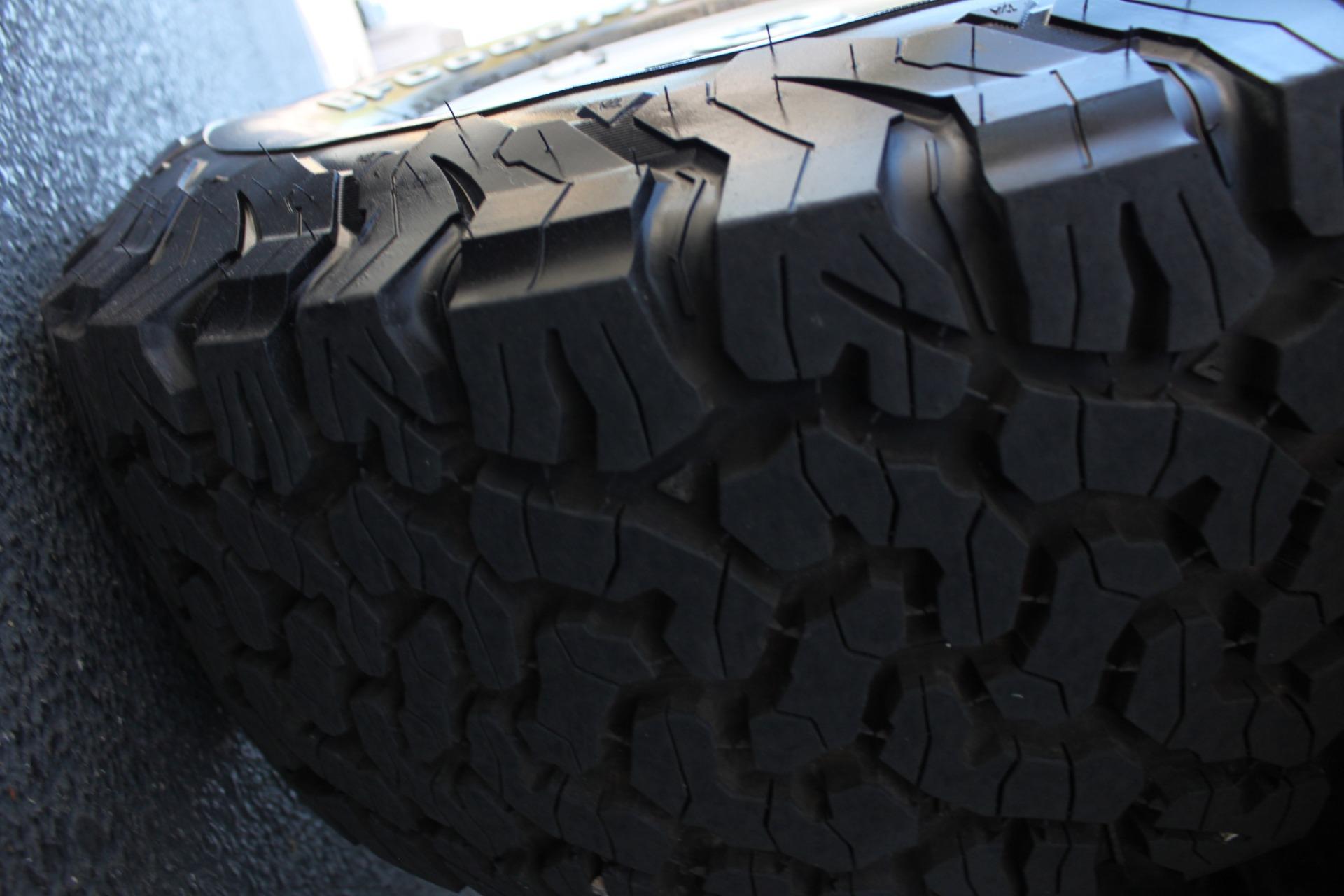 Used-1983-Jeep-Cherokee-Chief-4WD-Jaguar