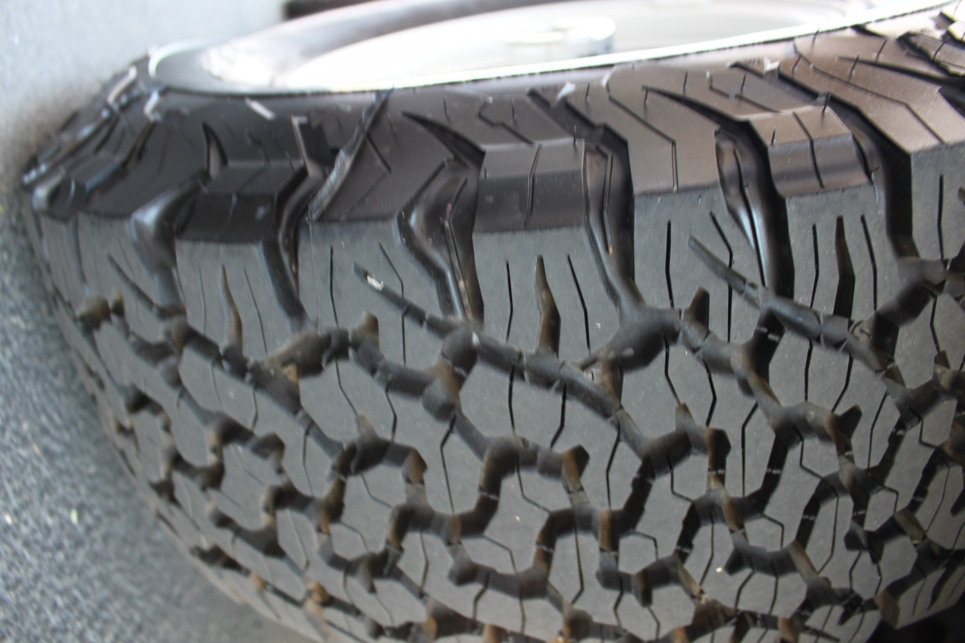 Used-1983-Jeep-Cherokee-Chief-4WD-Ferrari
